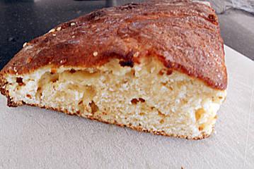 Ingredient 20 g de beurre pour le moule 375 g de farine  Farine pour le moule 250 g de sucre 125 g de yaourt nature, faible en gras peut...